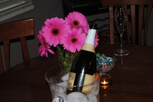 I didn't get a picture of the juleps. But the champagne and the daisies make a pretty tableau, don't they?